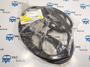 Уплотнитель лобового стекла VW T4