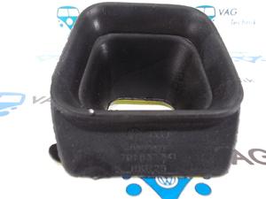 Пыльник ограничителя передних дверей VW T4